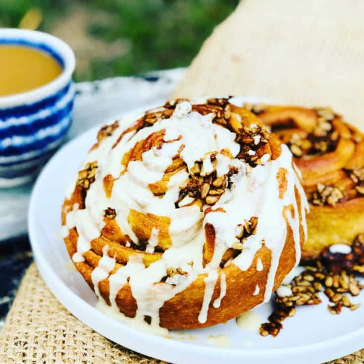 Giant Vegan Cinnamon Roll, Fast and Easy